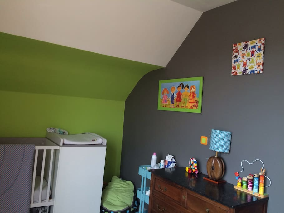 Chambre idéale enfant de moins de 3 ans ( lit de 90 cm de large )