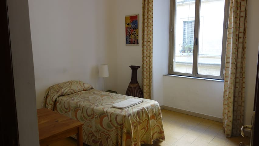 Little Italy Guesthouse single room near Colosseum