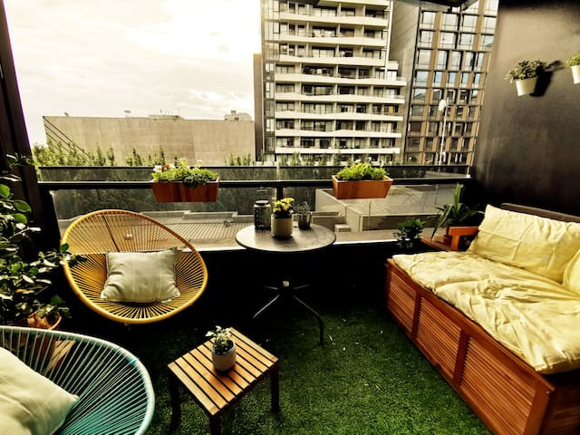 South Yarra Apartment with Balcony