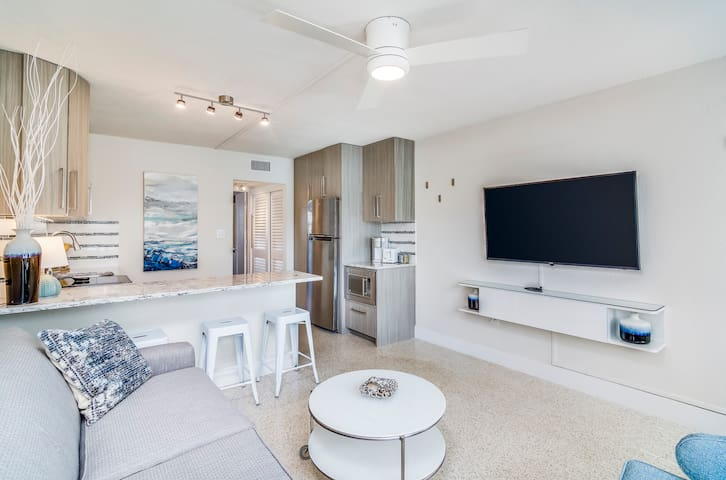 PURE Luxury!!! New 1BR Modern Apt Steps to Beach