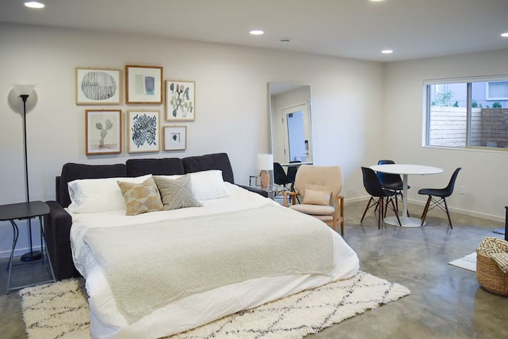 Modern In-law Suite Close to Downtown Seattle