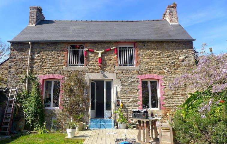 Belle maison  au coeur d'un village - Plouër-sur-Rance - Dom