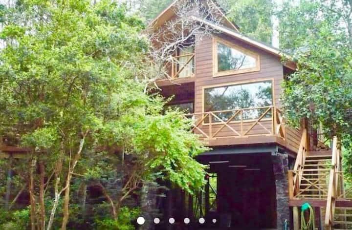 Hermosa casa en condominio orilla Lago Calafquén