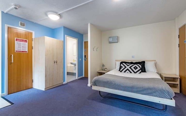 Modern Ensuite Student Only Rooms in Central Leeds