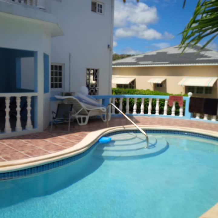Runaway Bay Guest House W/ a Large Pool. Gorgeous