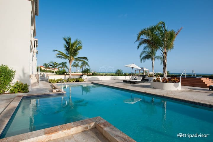 Poolside Ocean view/terrace. La Vista Azul - Providenciales and West Caicos