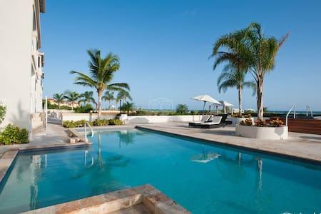 Poolside Ocean view/terrace. La Vista Azul - Providenciales and West Caicos - Condominium