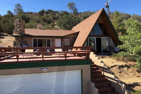 Charming Cabin 5 Minutes from Lake Isabella