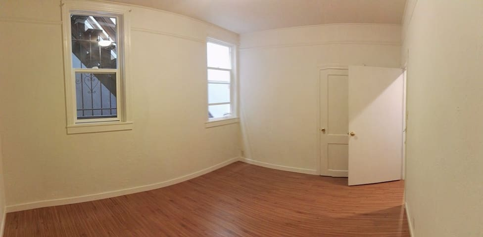 Private Space in a Shared Room in Heart of SF