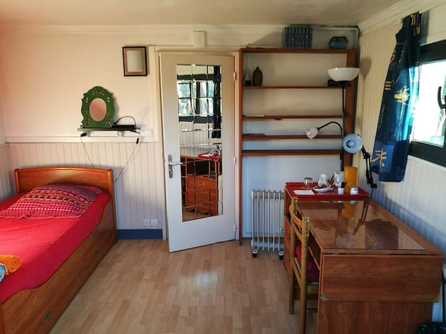 Chambre tranquille, vue sur jardin - Rueil-Malmaison - 獨棟