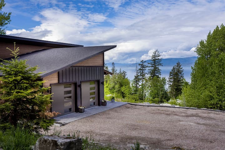 Stay Montana - 4 bedroom Home on 1.5 Acres Overlooking Flathead Lake