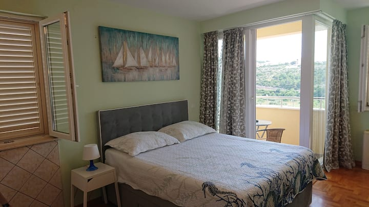 Seaview, close to airport, bus station & beaches