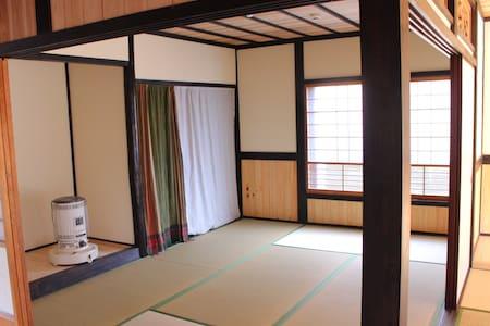 """ikkyu"" Guesthouse & Bar /オフグリッドゲストハウス - Shingu"