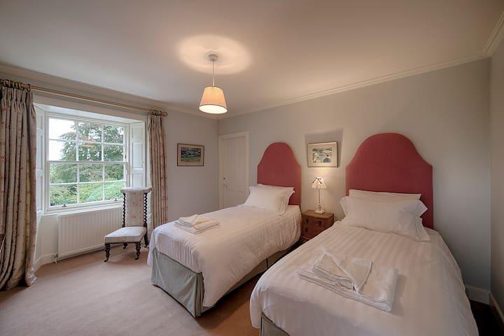 Bedroom Four - Zip & Link