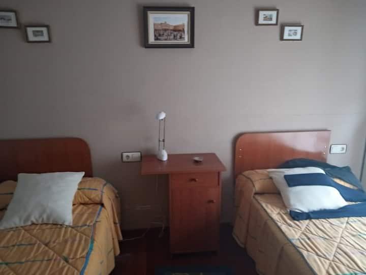 Luminosa habitación con baño individual