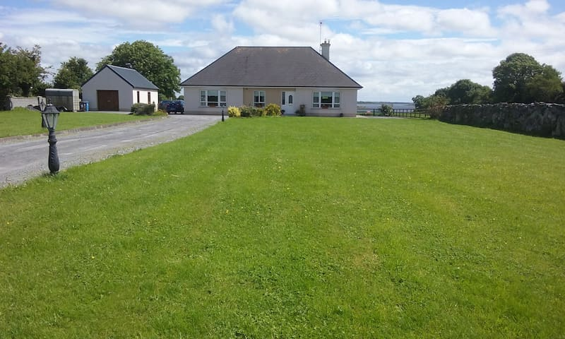 Mountross Bay Lodge - Headford - Bed & Breakfast