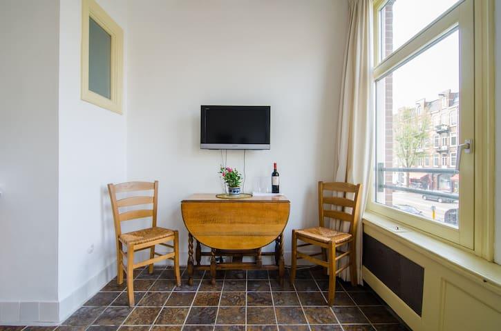 Guestroom VONDELPARK AMSTERDAM