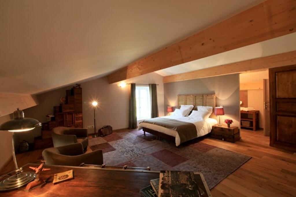 chambres d 39 h tes la la pio chambres d 39 h tes louer la laupie auvergne rh ne alpes france. Black Bedroom Furniture Sets. Home Design Ideas