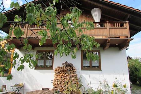 Zimmer in gemütlichem Haus - Ebersberg - Haus