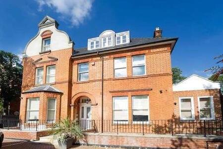 Luxury Apartment Perfect For Wimbledon & Putney - London