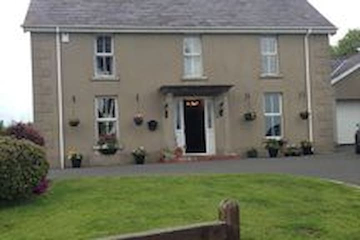 Copper Beech House near Newcastle  - Clough - Bed & Breakfast