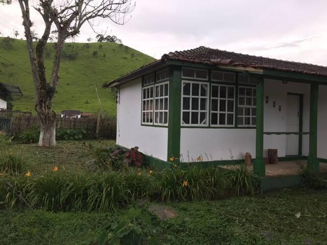 Casa em Mirantão, MG