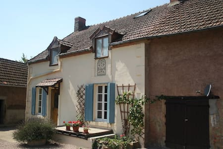 B&B for 2-5p large garden & views - La Celle