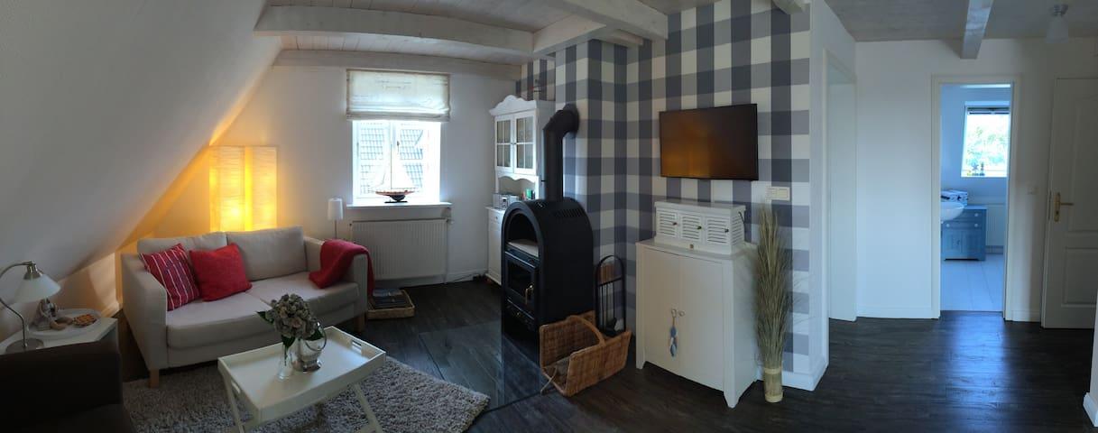 gem tliche wohnung mit kamin nahe am meer apartments for rent in oldsum sh germany. Black Bedroom Furniture Sets. Home Design Ideas