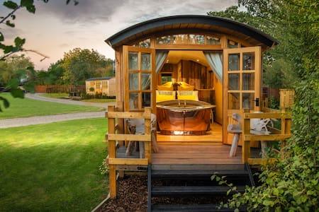 Ashwood Shepherd Hut  at Ockeridge Rural Retreats