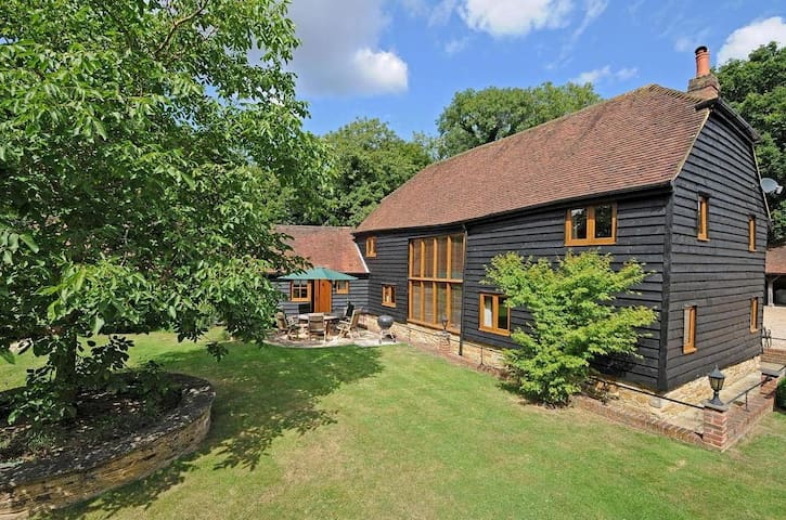 Walnut Barn, Horsham, West Sussex - Horsham