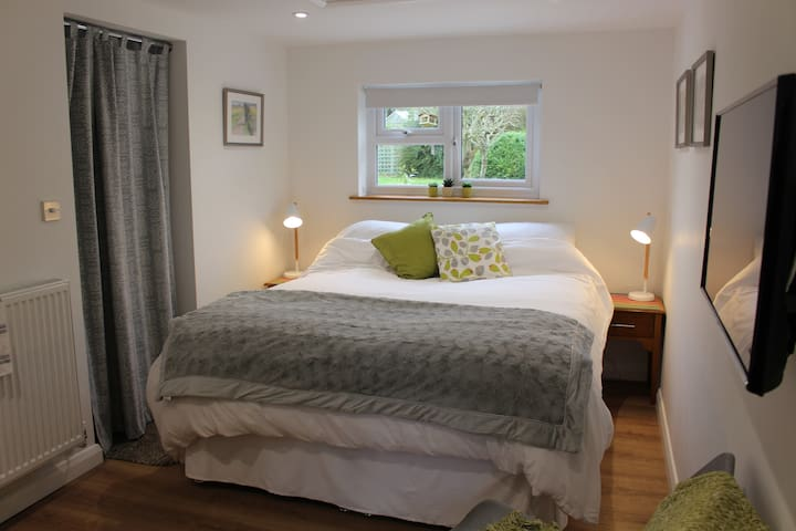 Ensuite King Size Bedroom Annexe - Blewbury
