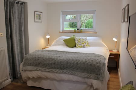 Ensuite King Size Bedroom Annexe - Blewbury  - House