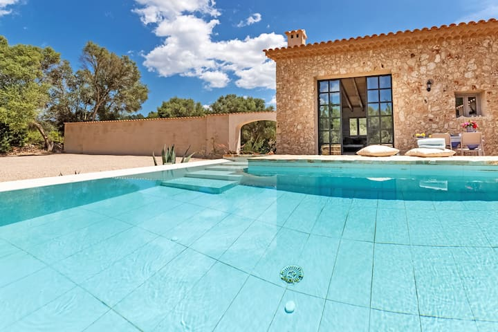 Luxurious natural stone finca Cascada with pool