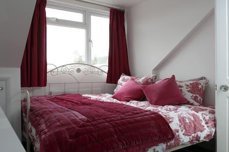 Victorian double/twin room near Brighton - Southwick