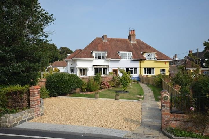 April Cottage, Everton, Lymington
