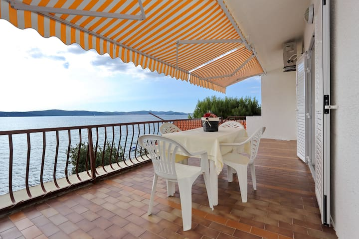 First Offer:Apartment Mikulandra on the beach 4 - Bibinje