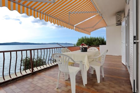First Offer:Apartment Mikulandra on the beach 4 - Bibinje - Lejlighed