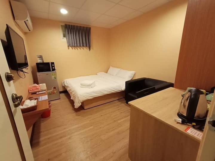 HP18611 Cozy room near NTNU 1 minuet Guting MRT古亭站