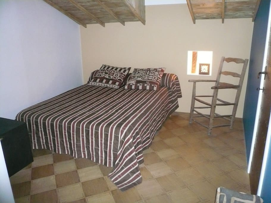 Cosy Bedroom (140 cm bed)