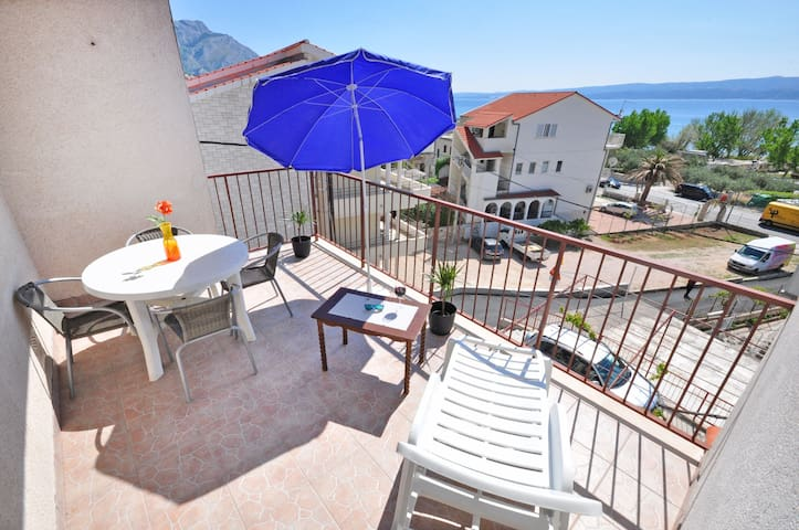 Apartment on beach near to Omis centre