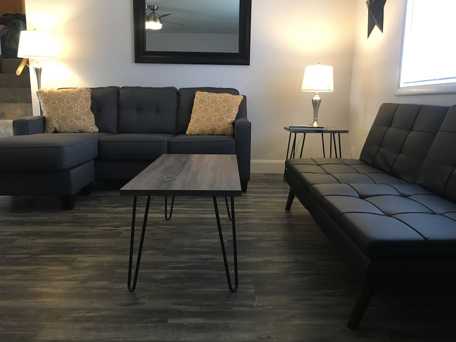 Newly Remodeled 2 Bedroom Duplex With Retro Charm