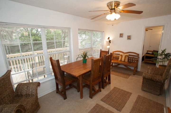 Tully's Lookout,  a Quaint Oceanside Apartment