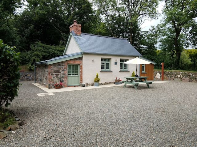 The Woodland Retreat Pembrokeshire - Dog Friendly