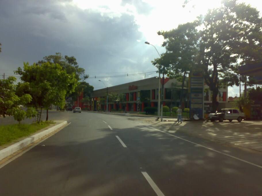 Avenida Aviadores del Chaco, en las inmediaciones del vecindario.