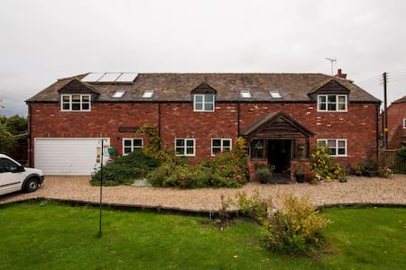 Village location for all seasons - Pershore - Bed & Breakfast