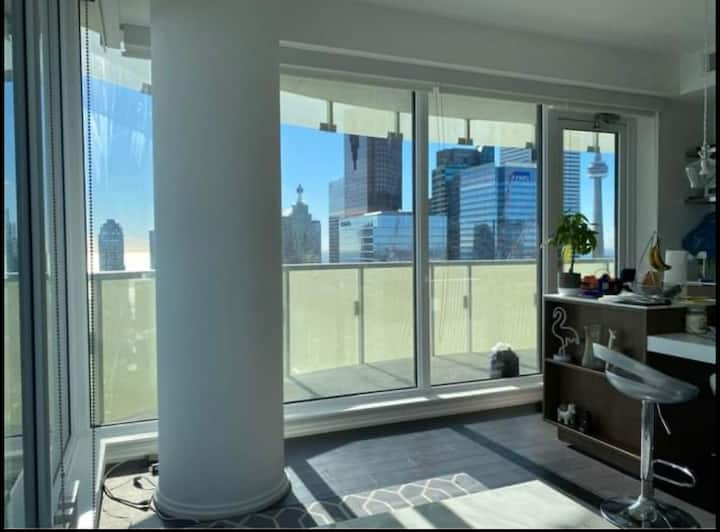 Luxury 50th Floor Corner Condo-Wraparound Balcony
