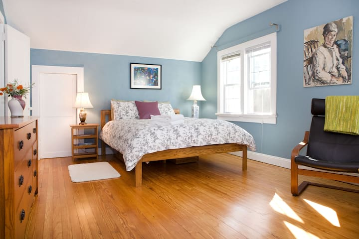 Large room in beautiful house - Takoma Park - House