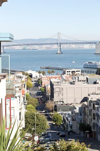 View of Vallejo St. down to the Embarcadero