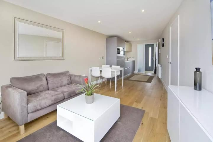 Modern stylist homestay building Great Location