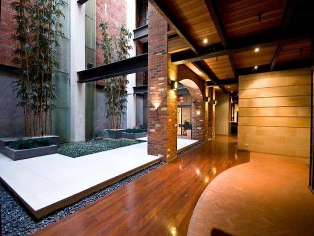 Manhattan Luxury in King St Perth
